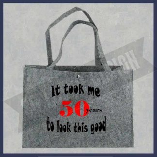 tas van vilt met de tekst It took me 50 years to look this good. copyright