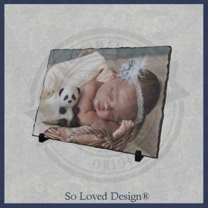 foto van baby op leisteen copyright So Loved Design®