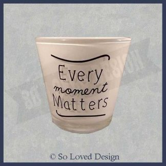 waxinehouder, waxineglaasje tekst iEvery moment matters copyright So Loved Design
