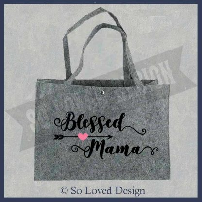 grote tas van vilt grijs, met tekst blessed mama Copyright So Loved Design